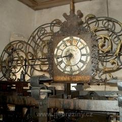 Vnitřní ciferník na hodinovém stroji plaských věžních hodin, foto Jiří Svoboda